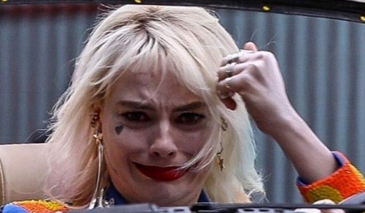 """Margot Robbie, novas imagens como Arlequina em set de """"Aves de Rapina"""""""