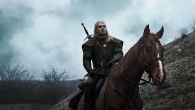 Netflix divulga primeira foto de Roach com Geralt, em The Witcher